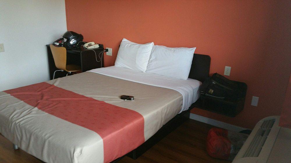 Motel 6: 1029 Cooper Dr, Berea, KY