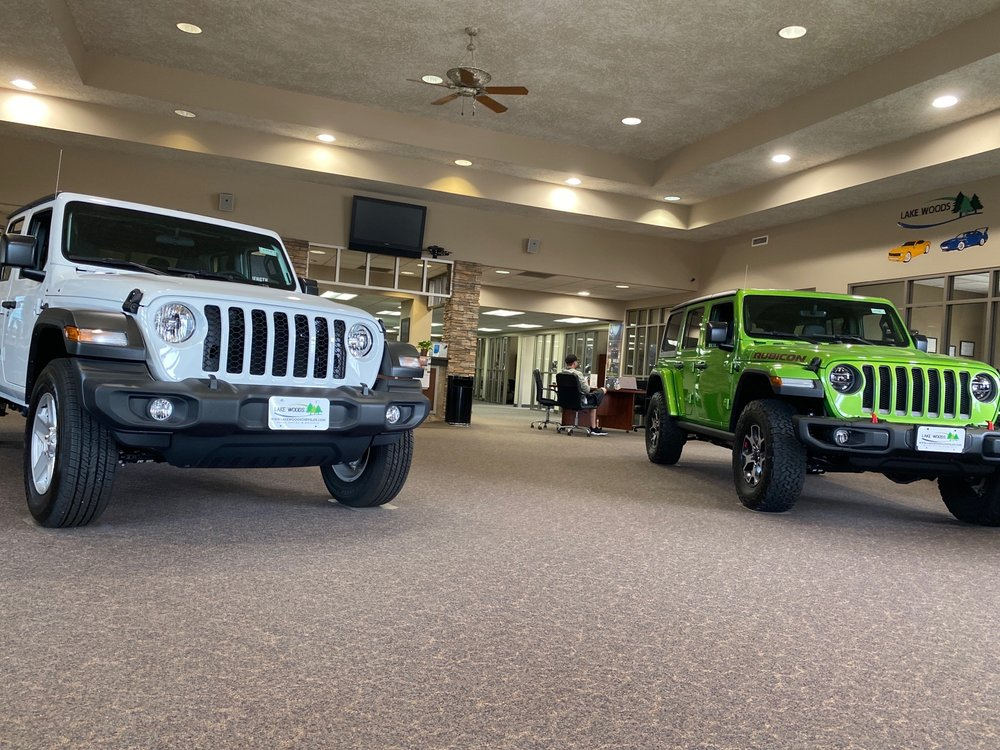 Lake Woods Chrysler Dodge Jeep & Ram: 815 NW 4th St, Grand Rapids, MN