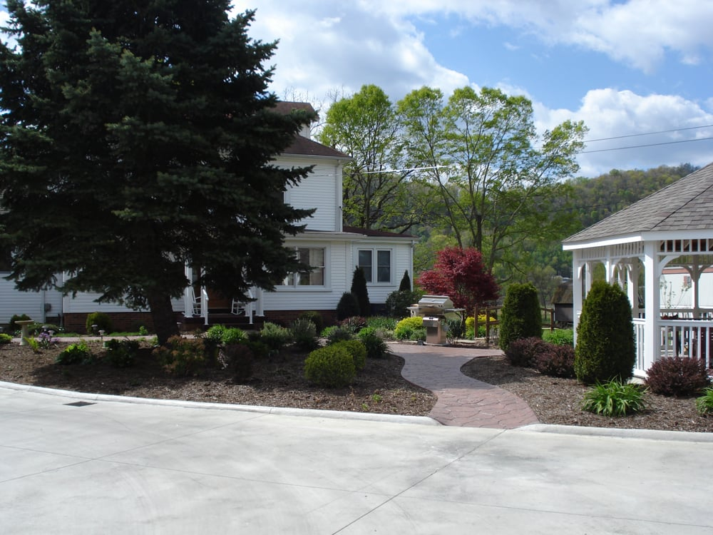 The Orchard Bed & Breakfast: 37470 5th Ave, Sardis, OH