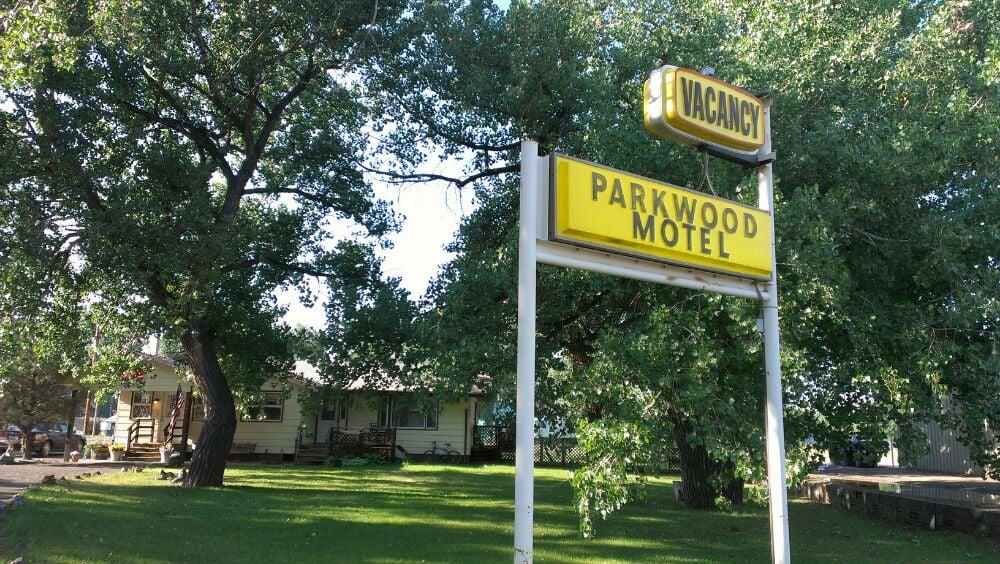 Parkwood Motel: 1002 W Bell St, Glendive, MT