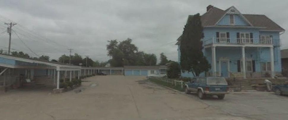 Blue Haven Motel: 325 S Main St, Osceola, IA