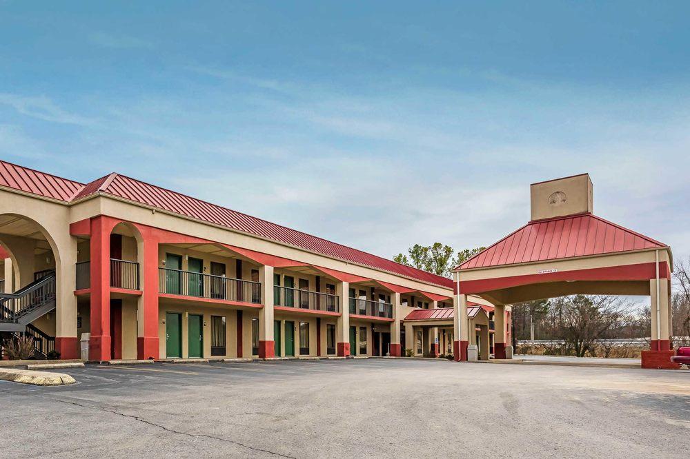 Quality Inn: 479 Gordonsville Hwy, Gordonsville, TN