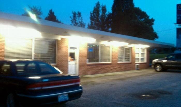 Hillcrest Restaurant & Motel: 2061 Philpott Rd, South Boston, VA