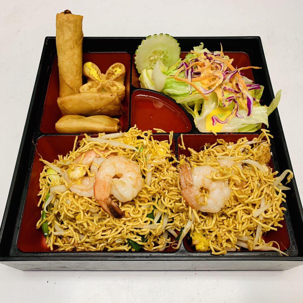 Vongs Thai Cuisine: 65 Laconia Rd, Tilton, NH
