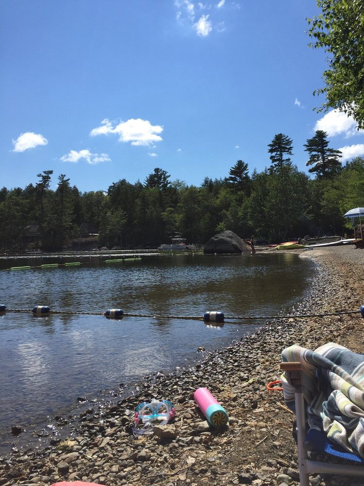 Lucerne Beach Club: 14 Pearl Point Rd, Holden, ME