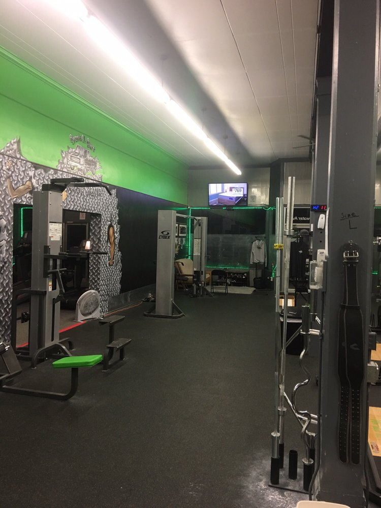 Cutting Edge Fitness: 942 Whitewater Ave, Saint Charles, MN