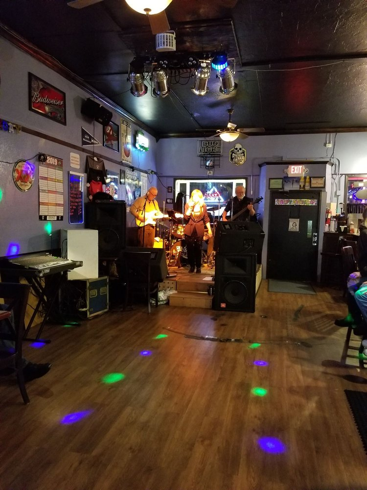 The Place To Be: 710 J St, Hoquiam, WA