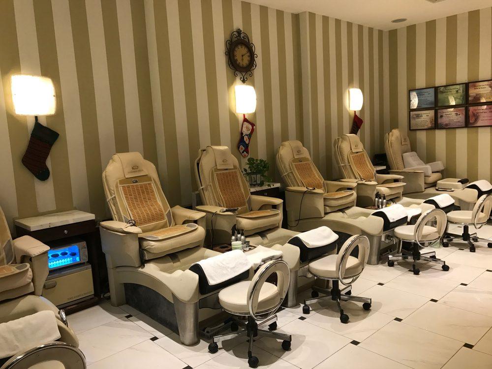 Queen jane nail salon 28 photos 78 reviews nail for Admiral nail salon