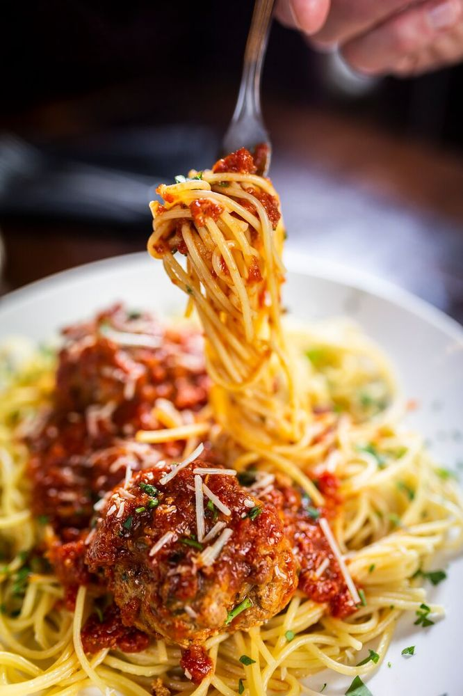 Moretti's Ristorante & Pizzeria - Chicago: 6727 N Olmsted Ave, Chicago, IL