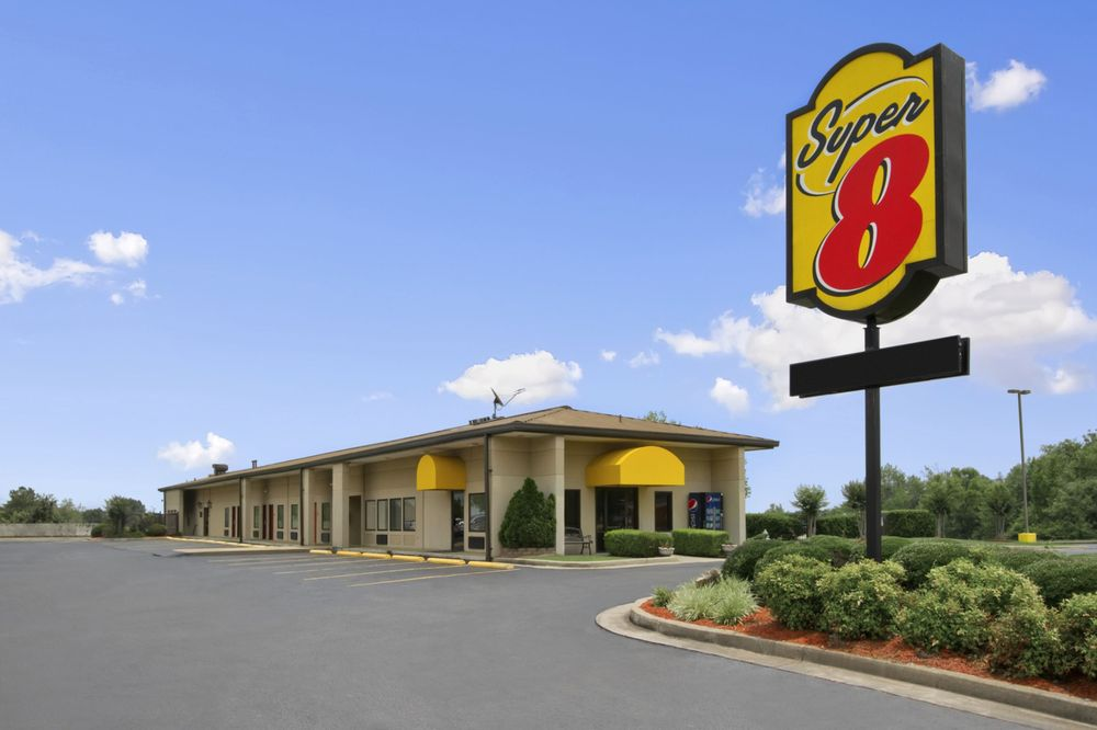 Super 8 by Wyndham Tupelo Airport: 3898 McCullough Blvd, Tupelo, MS