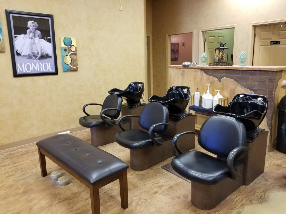 Reflections Salon by Jessica: 800 E Aldrich Rd, Bolivar, MO