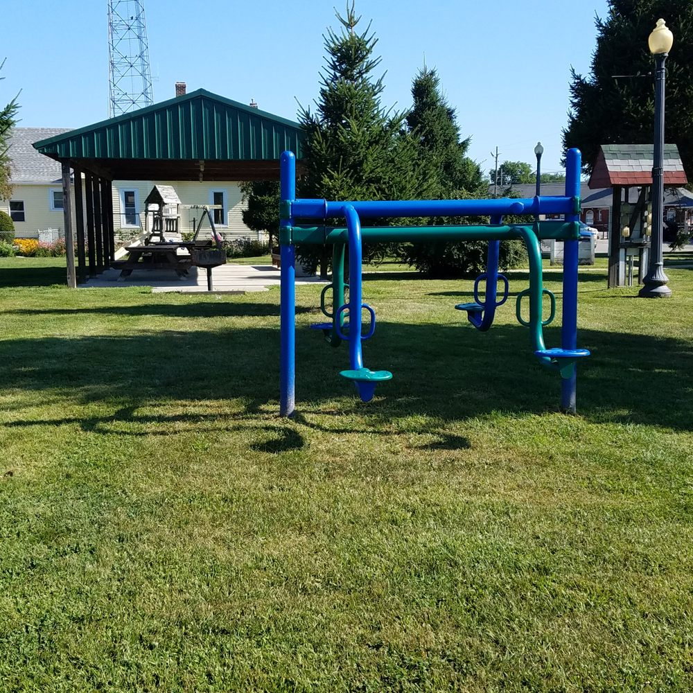Bogart Park: 295 Mulberry St, Clinton, IN