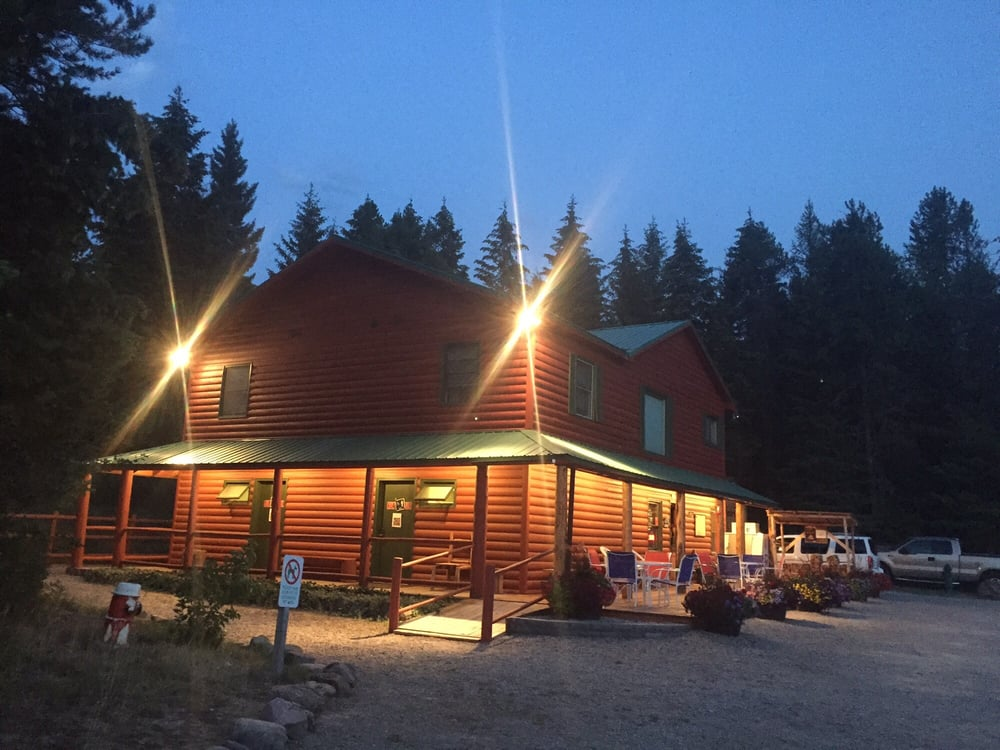Mountain Meadow RV Park & Campground: 9125 Hwy 2 E, Hungry Horse, MT