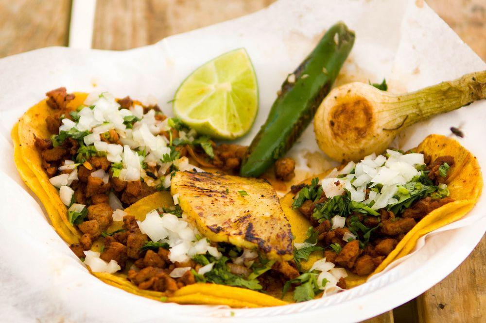 Los Compadres Street Tacos: 1228 N Main St, Belton, TX