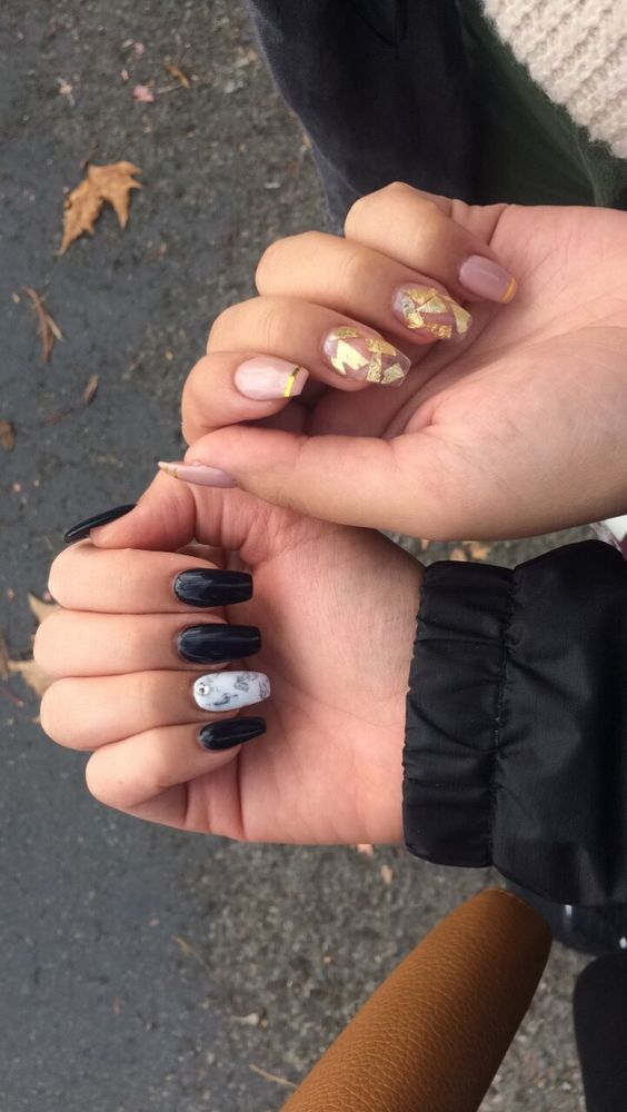 Mine is the black set with a marble design. My friends is the pink ...