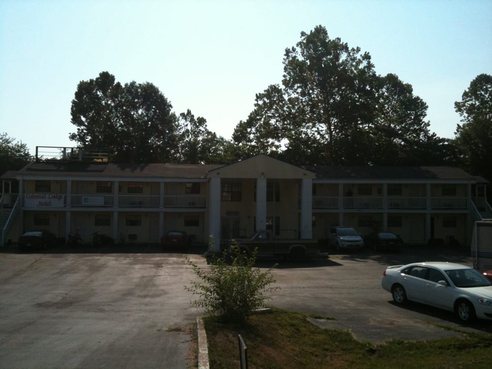 Colonial Lodge Motel: 311 Ozark St, Birch Tree, MO