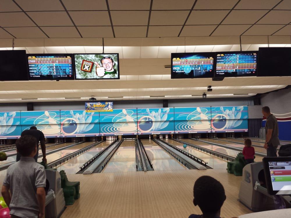 Strike Zone Bowling Alley: 165 S 4th St, Leavenworth, KS