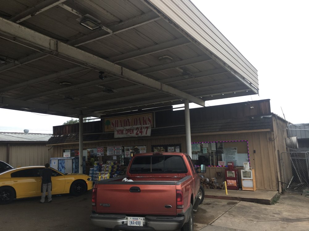 Shady Oaks Food & Feed: 1521 Shelbyville St, Center, TX