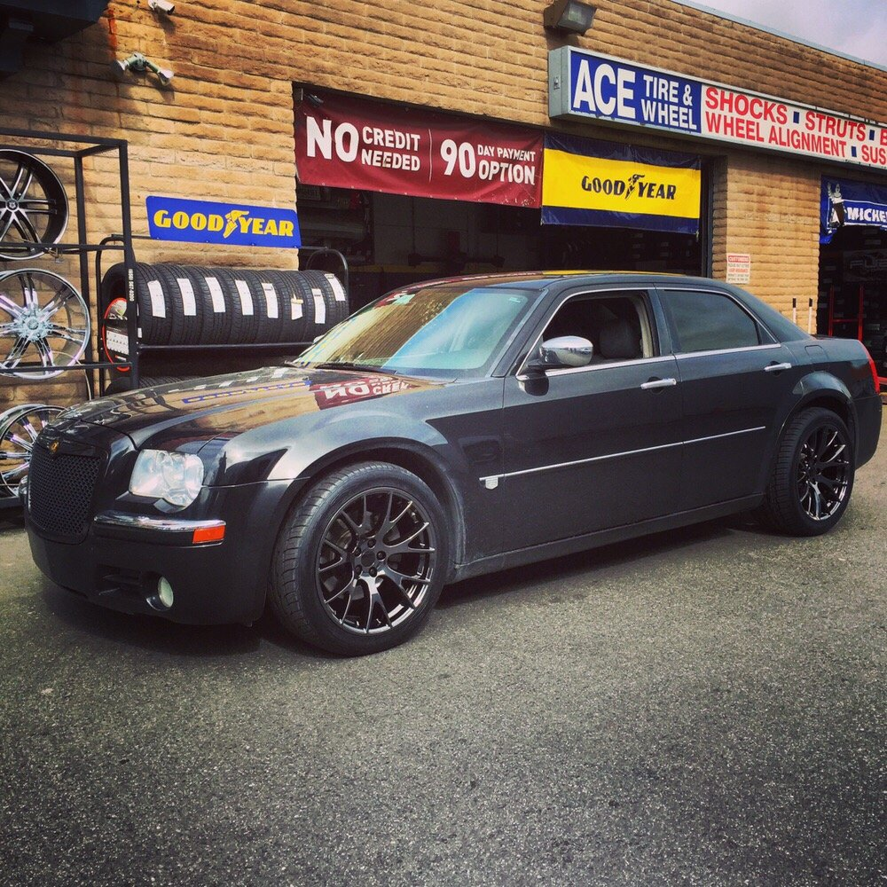 "20""staggered Hellcat Blackchrome Wheels On 2006 Chrysler"