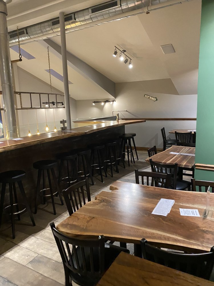 Wolfden Brewing Company: 112 W Lake St, Bloomingdale, IL