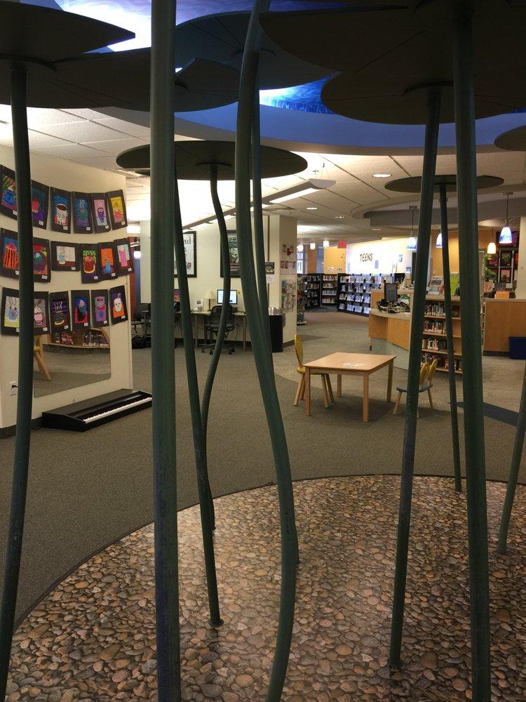 Kent District Library - East Grand Rapids Branch: 746 Lakeside Dr SE, East Grand Rapids, MI