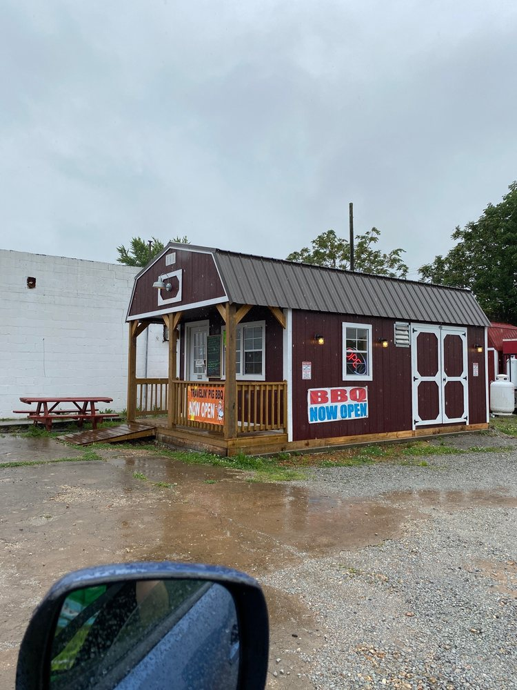 Travelin' Pig BBQ: 608 South Main  St, Jay, OK