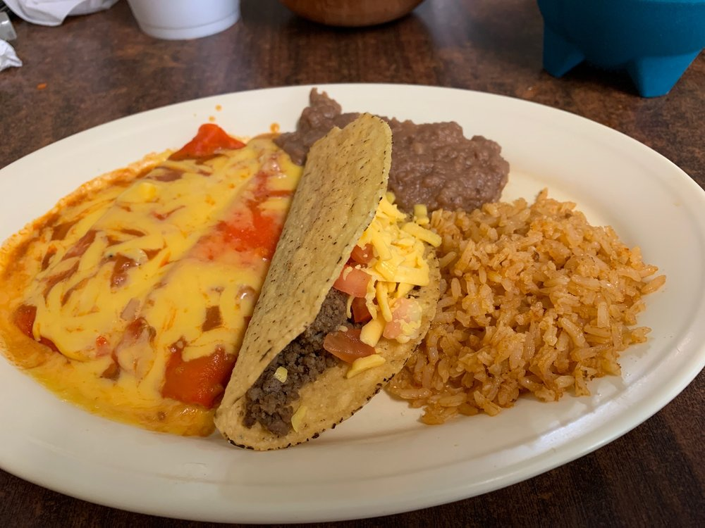 Matas Cafe: 1209 3rd St, Floresville, TX