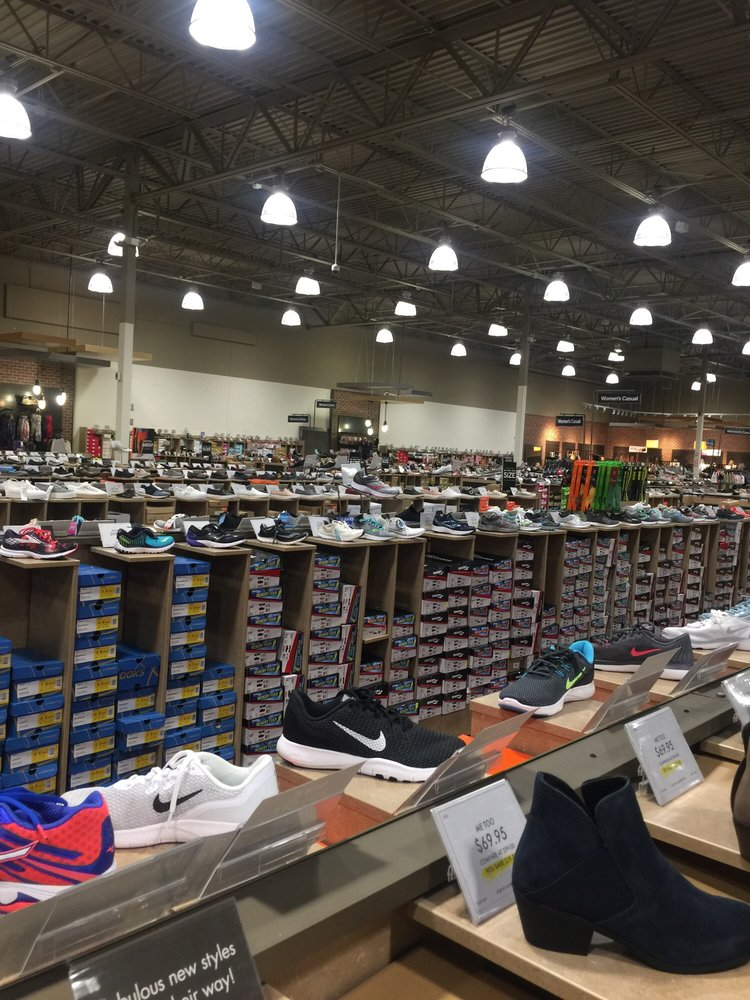 DSW Designer Shoe Warehouse: 1819 East Jericho Turnpike, Huntington, NY