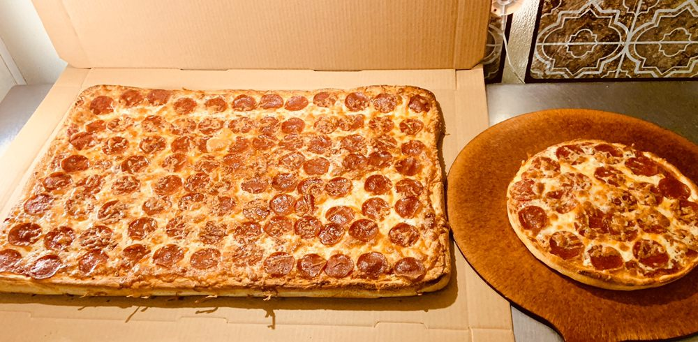 Village Grill & Pizzeria: 131 S Main St, Athol, MA