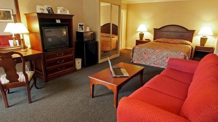 Civic center motor inn 35 photos 78 reviews hotels for Civic centre motor inn