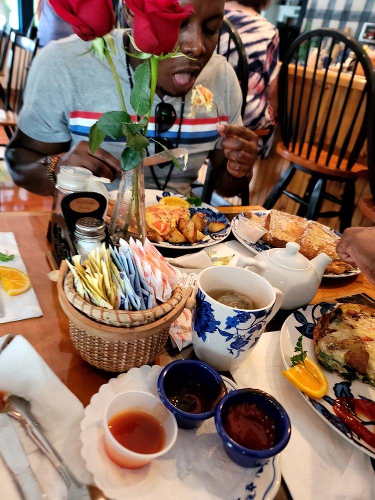 Cove Cafe: 19 Perkins Cove Rd, Ogunquit, ME