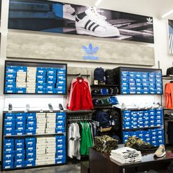 86327badceb WSS - 21 Photos   22 Reviews - Shoe Stores - 12011 S Hawthorne Way ...