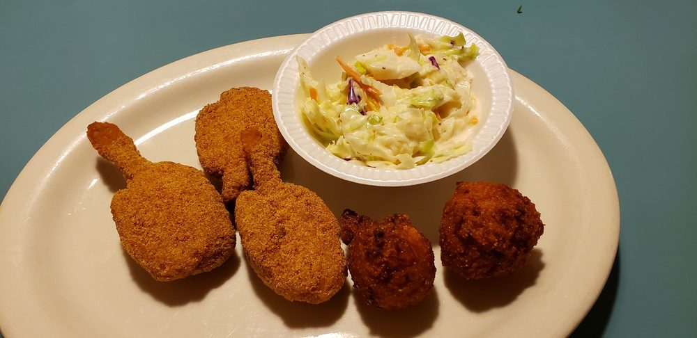 Pineywoods Seafood & Steaks: 1003 Hurst St, Center, TX