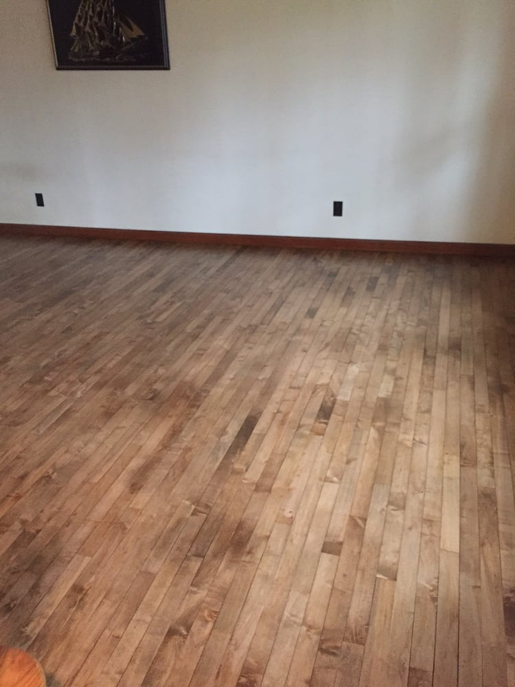 Sycamore hardwood floors builders 1610 oakland dr for Wood flooring illinois