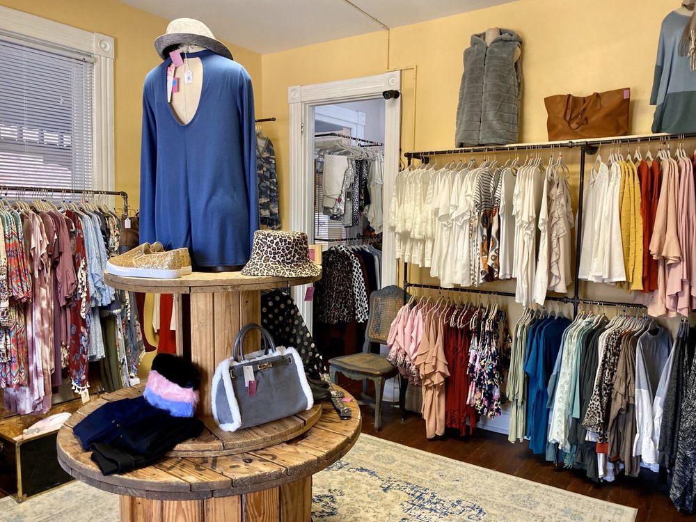 T's Chic Boutique: 408 Fairfield Ave, Bellevue, KY