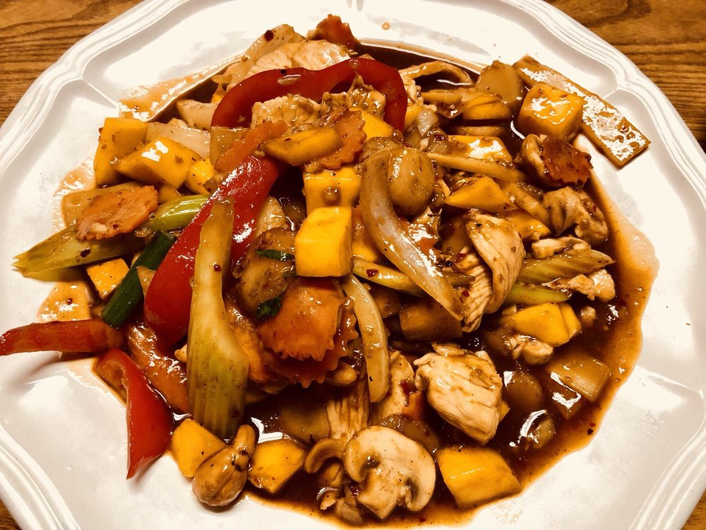 Buathong Thai Cuisine: 17032 SE McLoughlin Blvd, Portland, OR