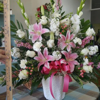Photo of Crazy Daisies Flowers - Hemet, CA, United States. Beautiful Arrangement by