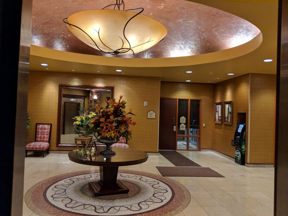 embassy suites by hilton hampton hotel 108 photos 90. Black Bedroom Furniture Sets. Home Design Ideas