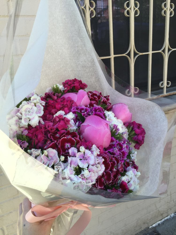 Beautiful bouquet whipped up in under 3 mins for ~ $20. Perfect ...