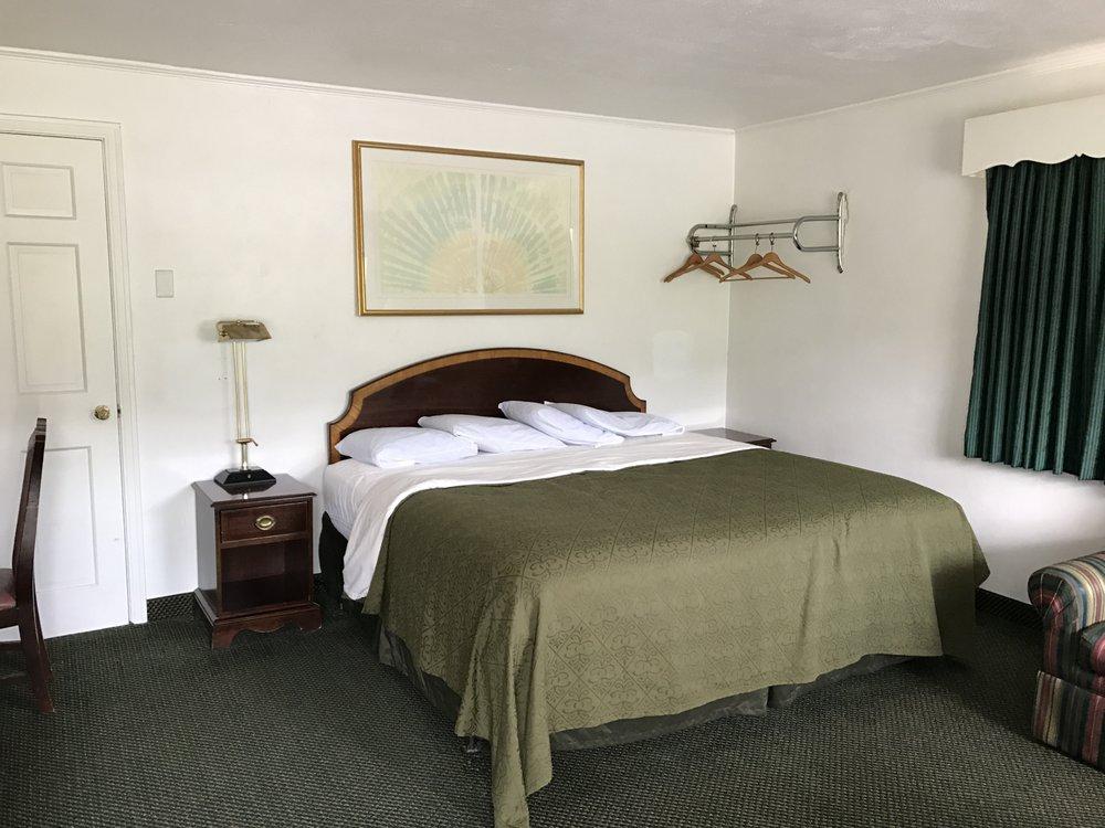 Relax Inn Motel & Night Bar: 2752 E Pleasant Valley Blvd, Altoona, PA