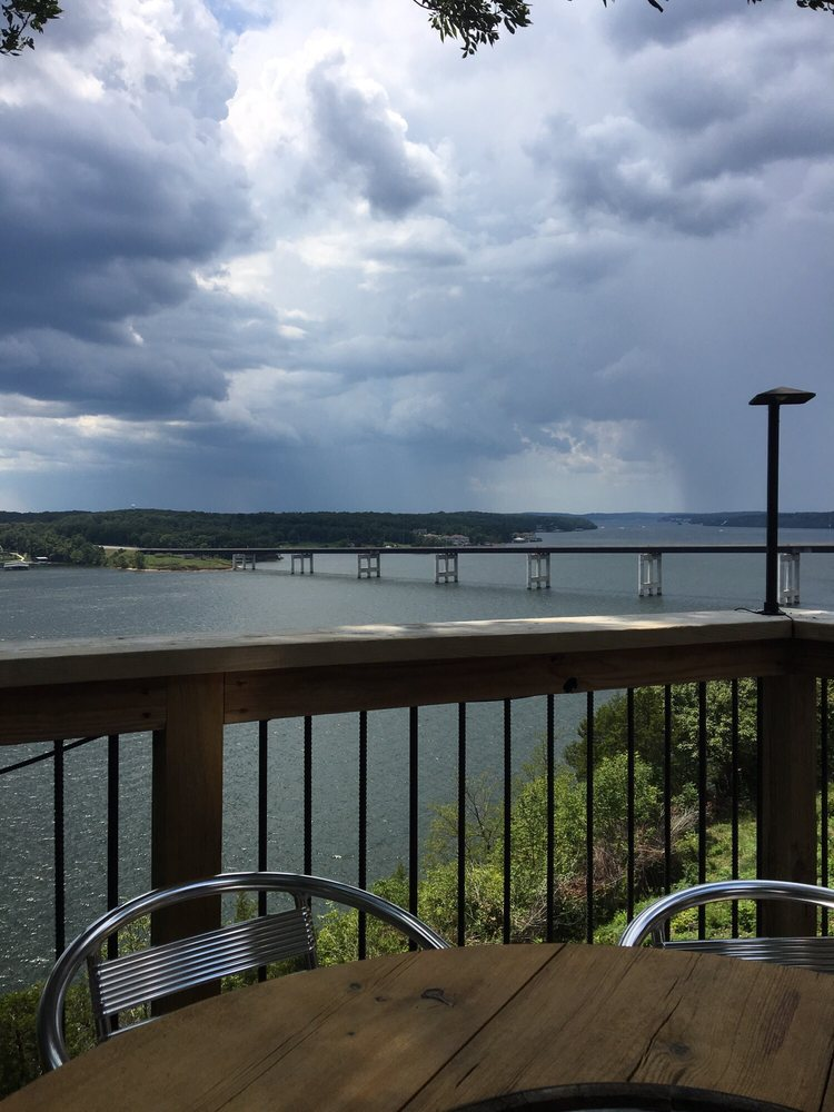 Shawnee Bluff Winery & Vineyard: 2430 Bagnell Dam Blvd, Lake Ozark, MO