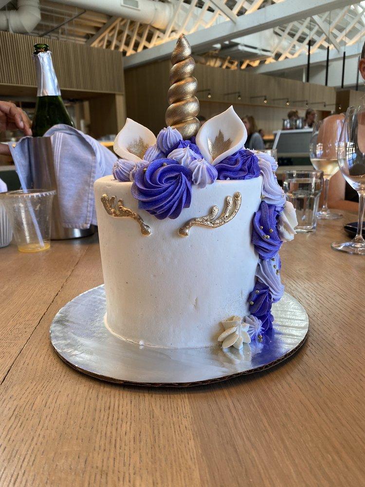 Crème Cupcake: 543 28th St, Des Moines, IA