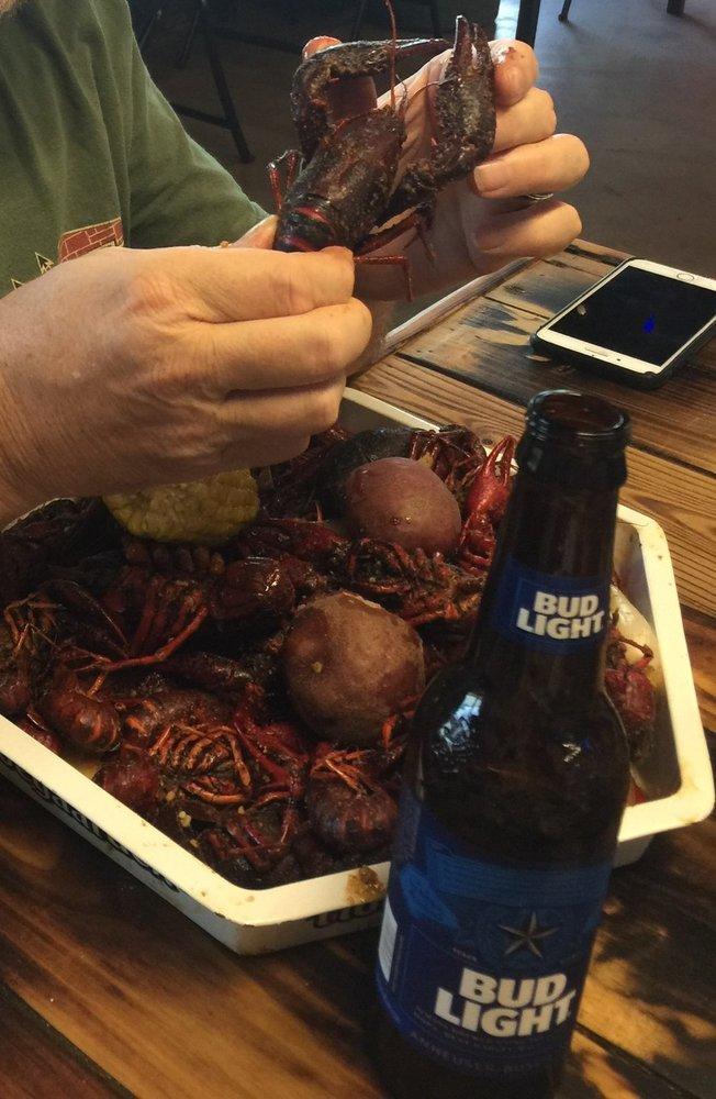 Crawfish Shack: 211 East End Blvd S, Marshall, TX