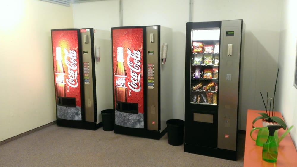 Snack- und Getränkeautomat in der 1. Etage. Bier nur 1,50€ ;) - Yelp