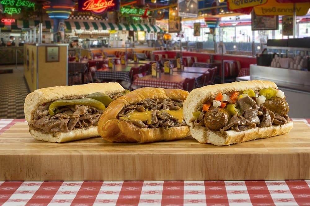 Portillo's Hot Dogs: 8450 Hudson Rd, Woodbury, MN