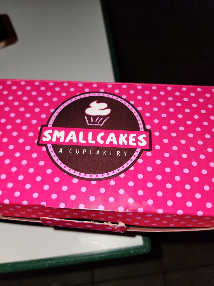 Small Cakes: 4511 Phoenix Ave, Fort Smith, AR