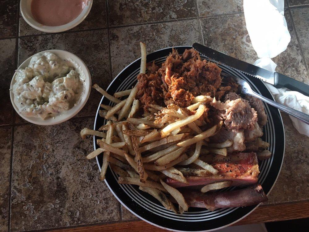 Bare Bones BBQ: 4305 S State Hwy 36, Gatesville, TX