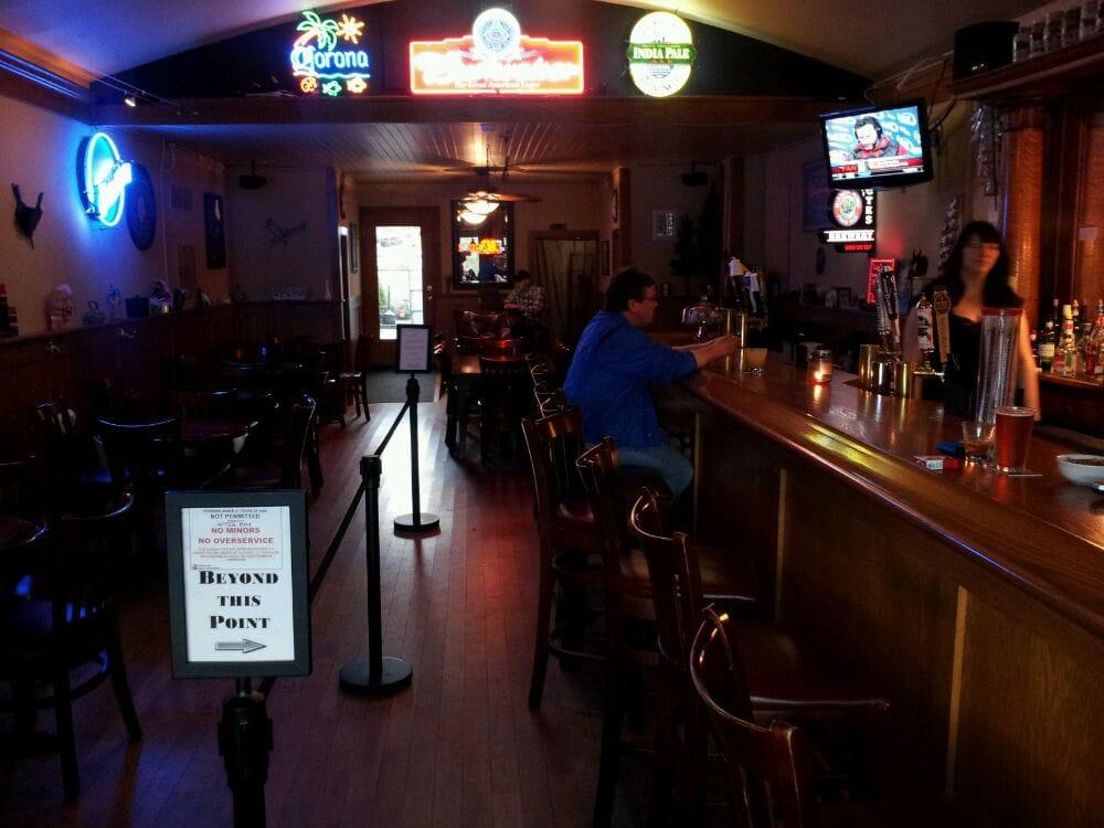 La Center Tavern: 107 E 4th St, La Center, WA