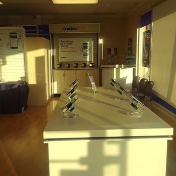 metroPCS - Mobile Phones - 576 Santa Fe Dr, Encinitas, CA