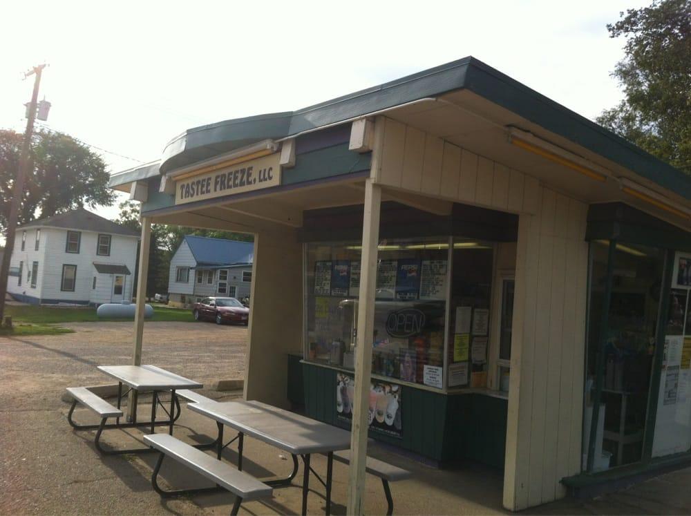 Tastee Freeze: 401-499 Hickory St E, Sisseton, SD